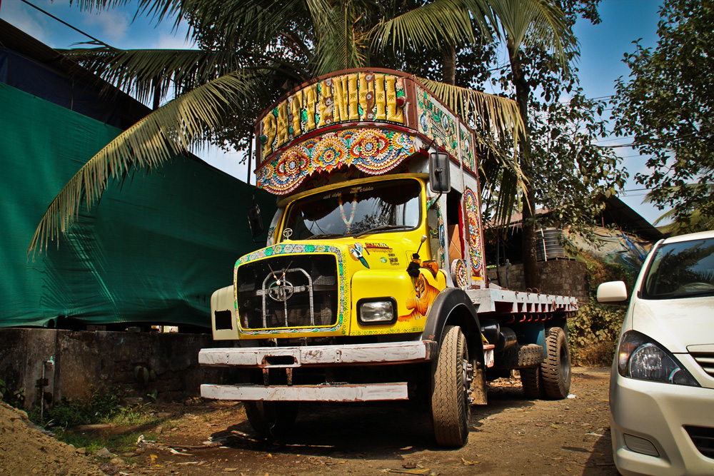 Colour truck, Kerala, India, Lottie Gross